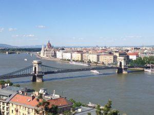 Angie Erleben in Budapest Kettenbrücke