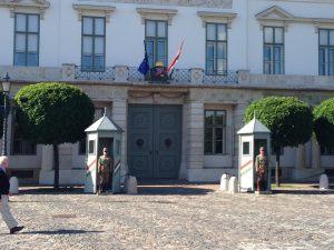 Angie Erleben in Budapest Regierungssitz