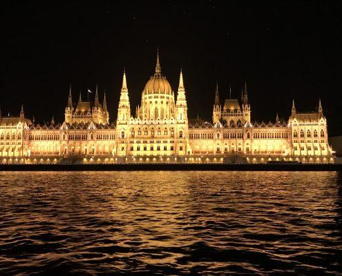 Budapest - Parlament bei Nacht