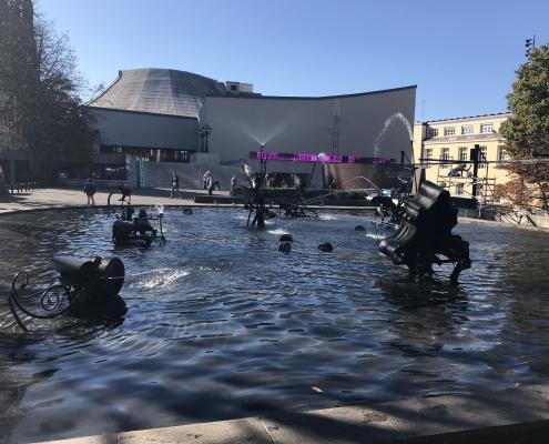 Basel Theater und Tinguely Brunnen auch Fasnachtsbrunnen genannt