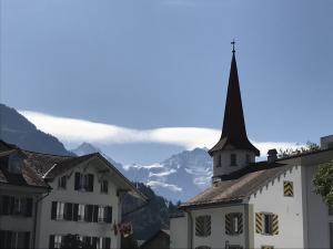 Blick von Interlaken auf Mönch und Jungfrau
